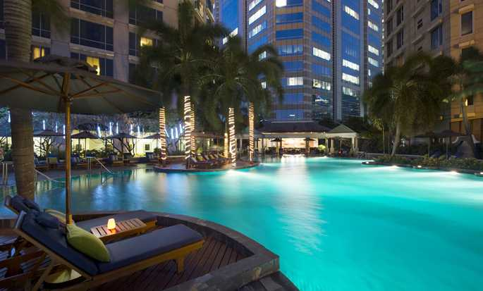 Conrad Bangkok hotel - Outdoor Pool