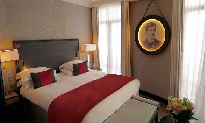 Maison Astor Paris, Curio Collection by Hilton hotel, France - King Guestroom
