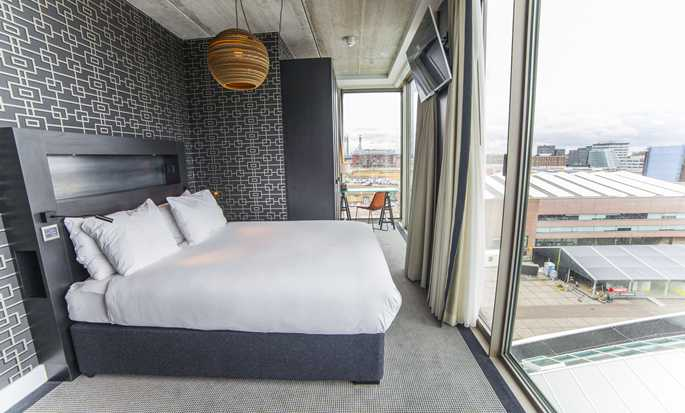 DoubleTree by Hilton Hotel Amsterdam - NDSM Wharf, NL - Queen Guest Room View