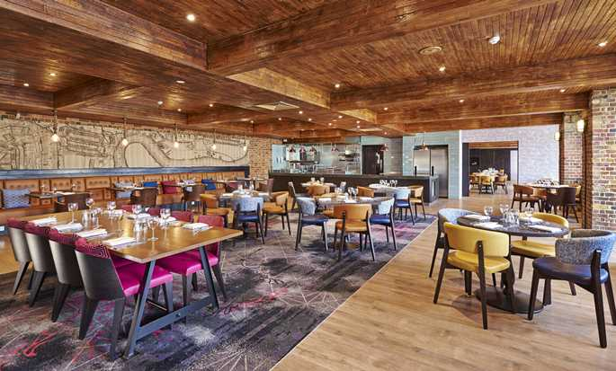 DoubleTree by Hilton London - Riverside Docklands - Columbia bar