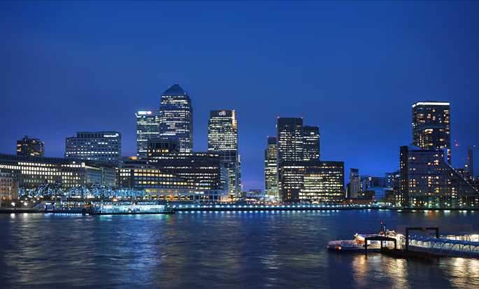DoubleTree by Hilton London - Riverside Docklands - Hotel Exterior and London View