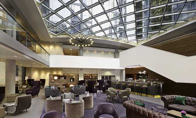 DoubleTree by Hilton Hotel London - Tower of London, United Kingdom - Lobby Bar
