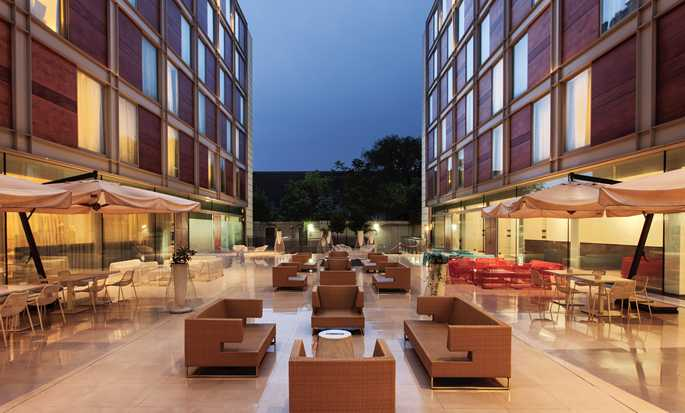 DoubleTree by Hilton Hotel Milan, Italy - Dehor