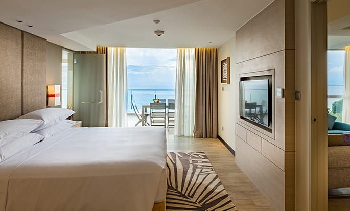 Doubletree by Hilton Penang hotel, Malaysia - King Sea View