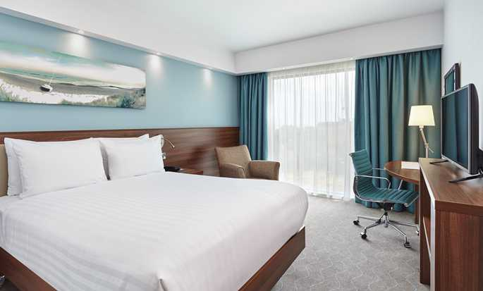 Hampton by Hilton Frankfurt Airport, Germany - Queen Guest Room