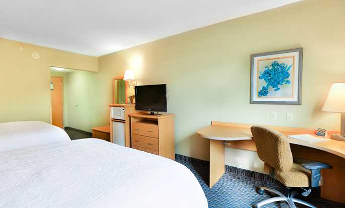 Hampton Inn & Suites by Hilton San Jose-Airport Hotel, Costa Rica - Microfridge, TV and Desk