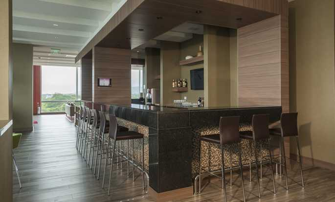 Hampton by Hilton Valledupar, Colombia - Bar area