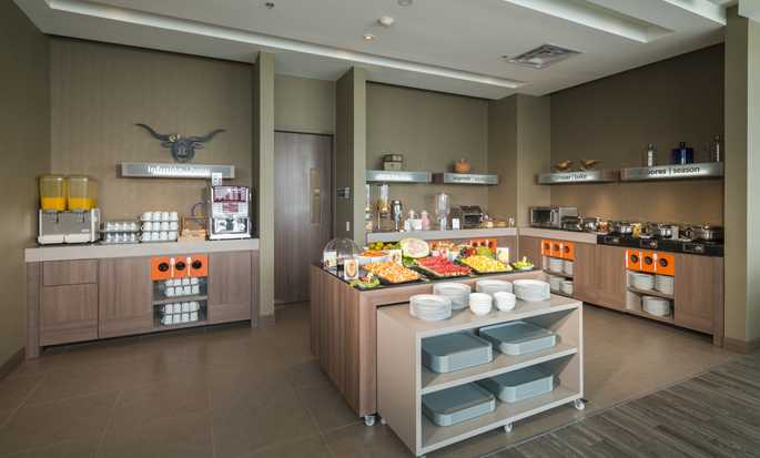 Hampton by Hilton Valledupar, Colombia - Brakfast serving area