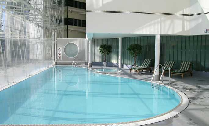 Hilton London Heathrow Airport hotel, United Kingdom - Swimming Pool