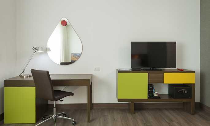 Hampton by Hilton Yopal, Colombia - Room - Work Station